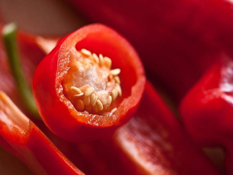 Вкусна зимница: Пиперки во сенф