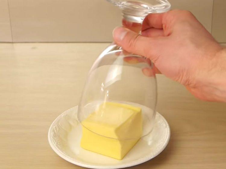 Еве како брзо да омекнете путер (ВИДЕО)