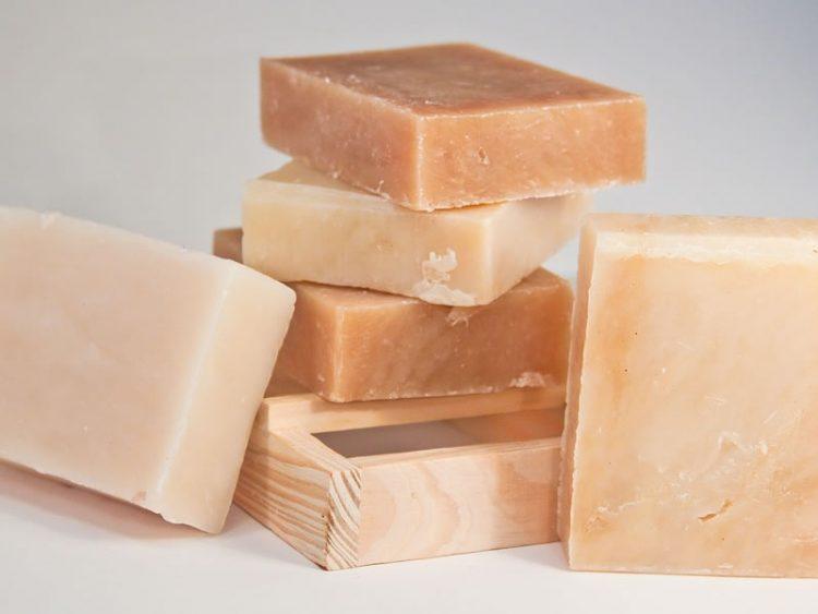 Домашен сапун за раце од мед, овес и козјо млеко – еве како да го направите!