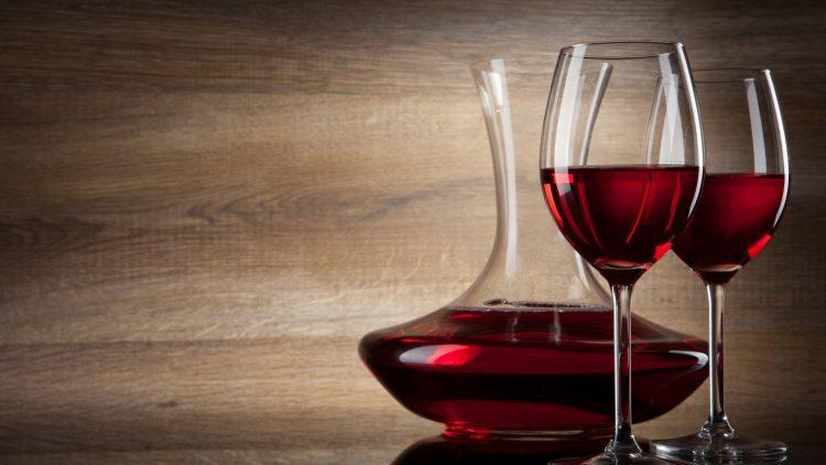 Чаша црвено вино е превенција за многу болести