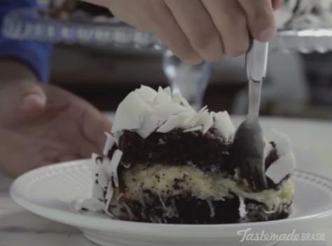 Подгответе го миксерот: Чоколадна торта со кокос – совршен спој