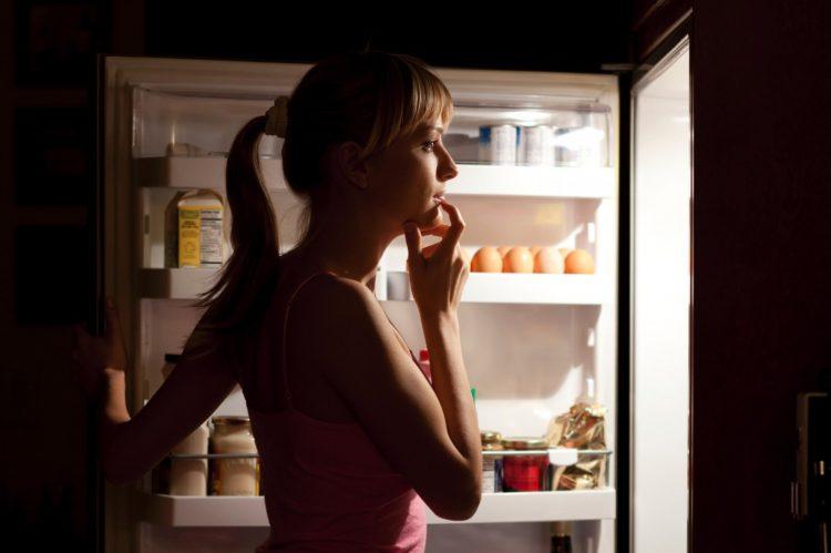 НИКАКО не јадете пред да спиете – причината опасна по живот