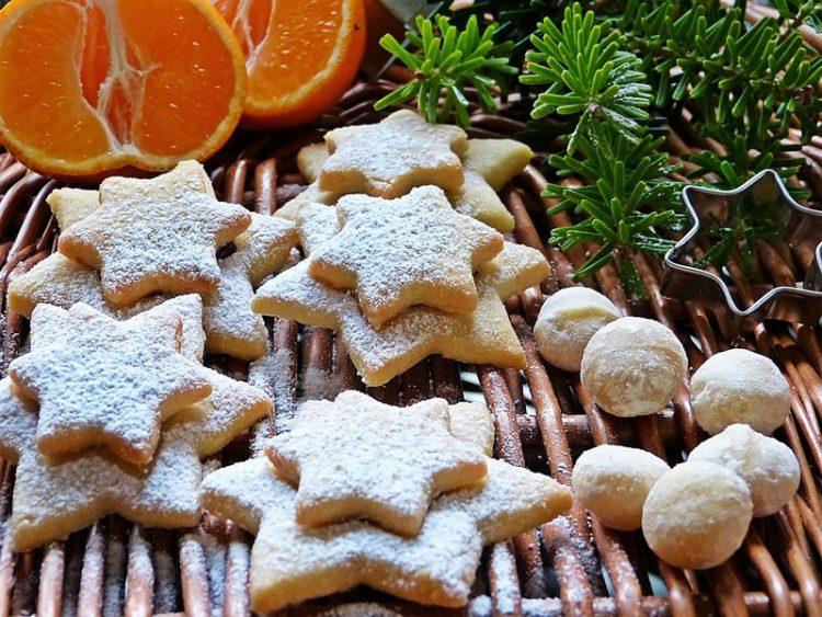 Празнични колачиња со мед и цимет