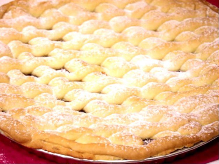 Оригинален рецепт за англиска пита со јаболка: Мирисен и сочен десерт!
