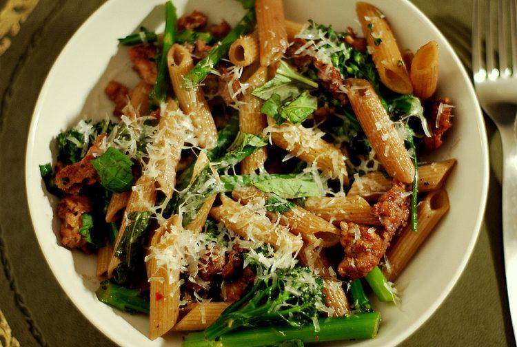 Вклучете ја рерната: Запечени макарони со брокула