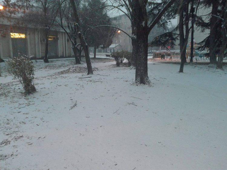 ВРЕМЕНСКА: Попладнево најобилни врнежи од снег