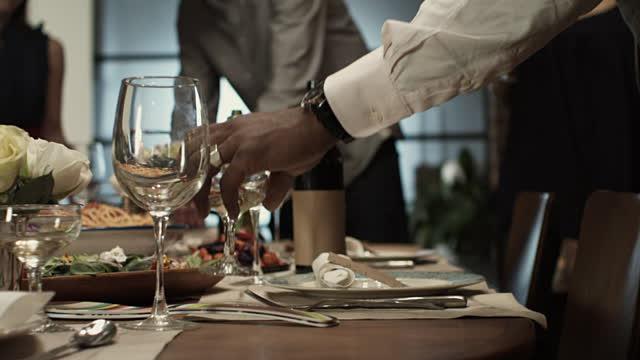 Никогаш не оставајте недопиен пијалак на гости – многу е важно