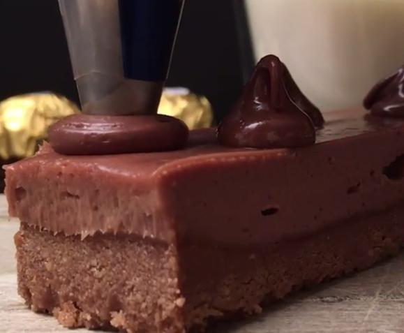 НЕМА ПЕЧЕЊЕ: Брза чоколадна торта по која полуде секоја домаќинка