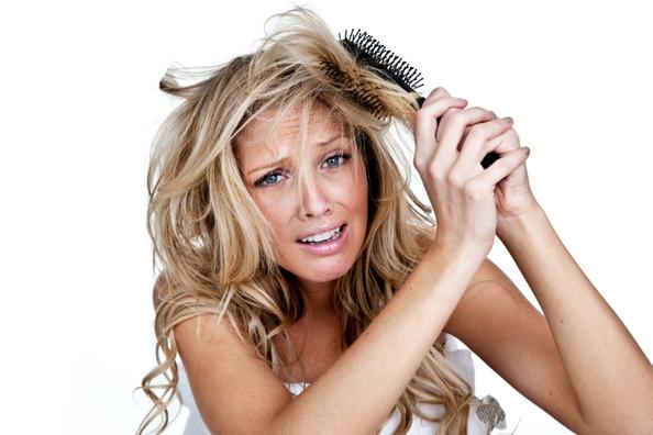 Имате проблем да ја расчешлате косата? Оваа домашна маска е спасот