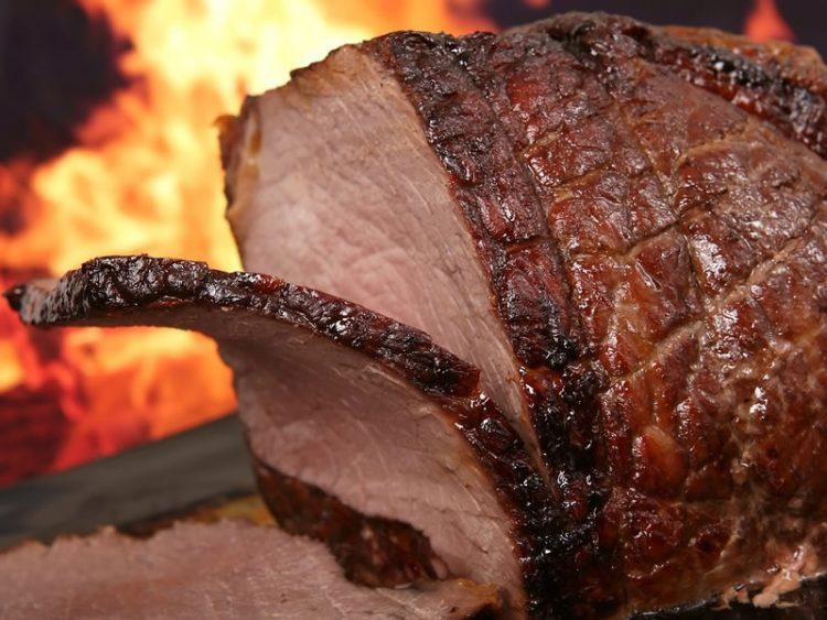 Месо кое се топи во уста: Рецепт за најсочното телешко од рерна