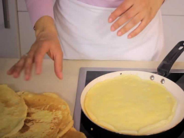 Еве како да ги направите највкусните палачинки (ВИДЕО)
