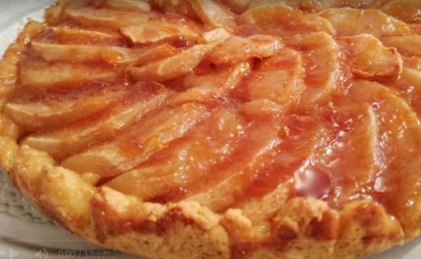 Тарт колач со јаболка и карамел