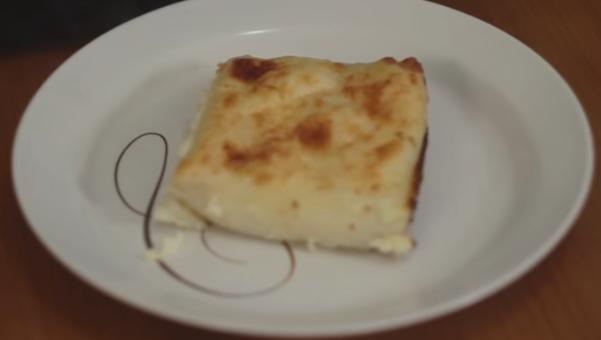 Лесен рецепт кој ќе го направат и почетници: Запечени палачинки со сирење