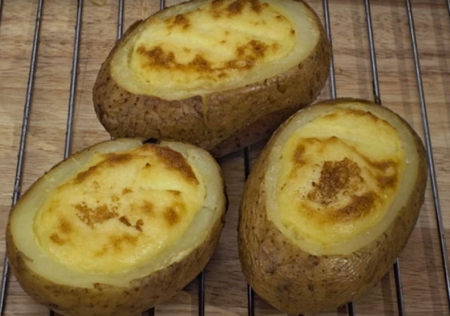 Запечен полнет компир на американски начин