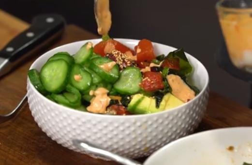 Пролетна освежителна салата полна витамини