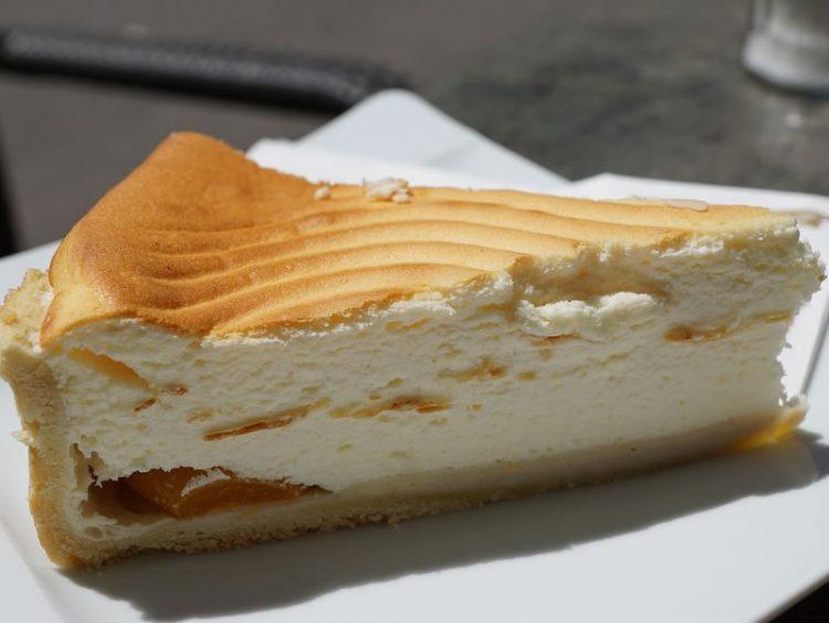 Наједноставната торта со неодоливо бело чоколадо
