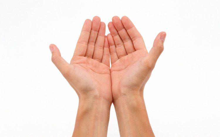 Отстранете ги дамките од рацете со состојки од кујната