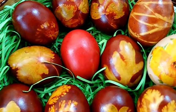 ВИДЕО: Офарбајте ги јајцата за Велигден на здрав начин