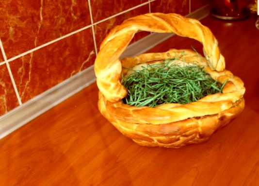 НЕКА БЛЕСКА ТРПЕЗАТА ЗА ВЕЛИГДЕН: Плетена корпа од тесто за вашите јајца