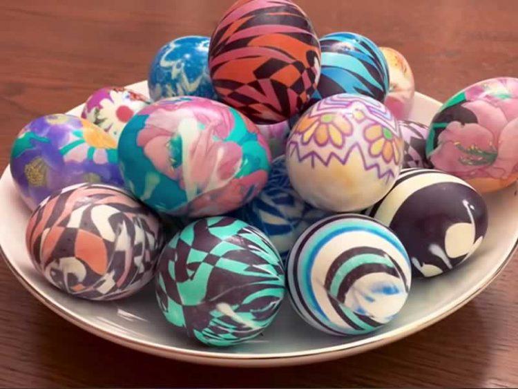 Со помош на стари марами: Неверојатен начин за украсување јајца!