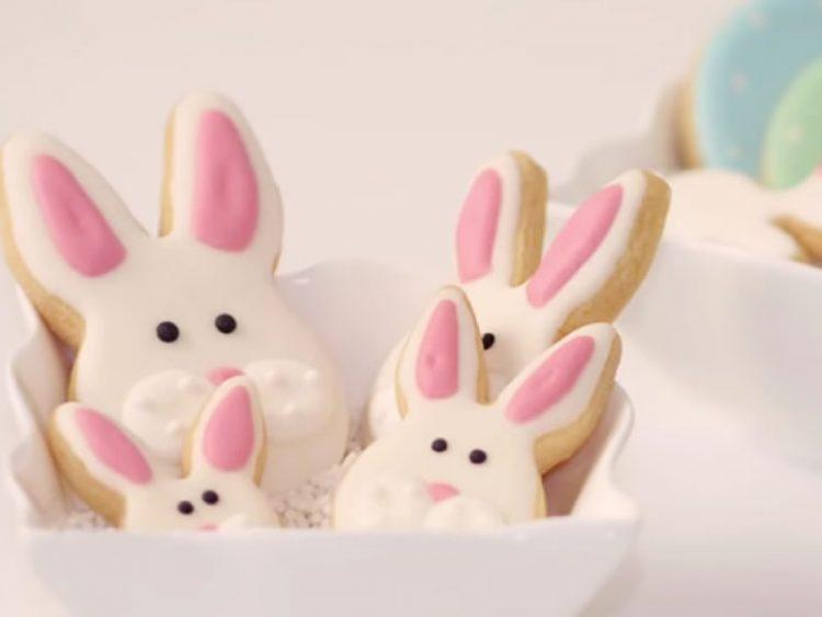 БРЗИ ВЕЛИГДЕНСКИ КОЛАЧИ: Обликувајте зајачиња и украсете ја вашата трпеза (ВИДЕО)