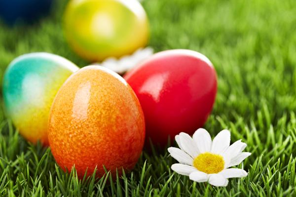 Црвената значи живот: Значењето на боите на велигденските јајца