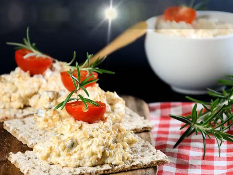 Велигденска салата со јајца – Не се става во сад туку на леб