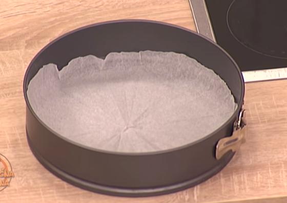 ВИДЕО: Хартијата за печење има и друга намена – корисно да се знае