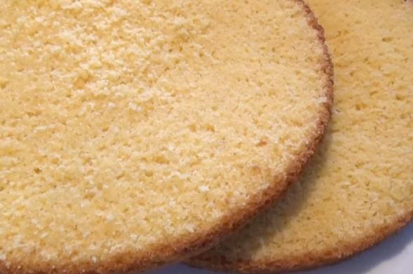 Жолта кора за торти и колачи – сите ќе го бараат рецептот