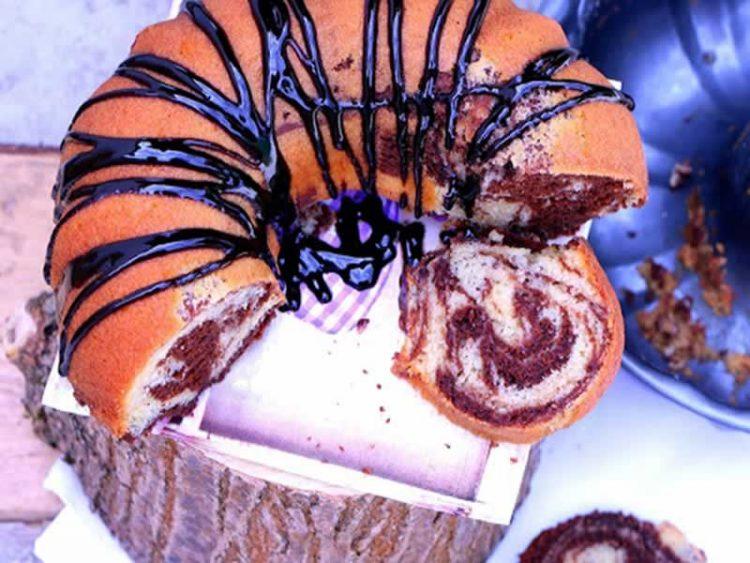Преубав, декоративен и мек куглоф – брз колач за викенд! (ВИДЕО)