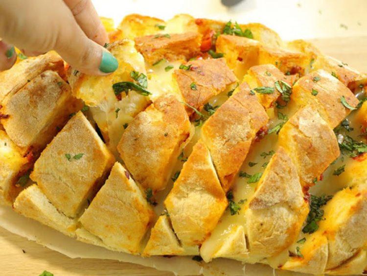 Неодоливи залаци: Запечен леб со сирење и лук