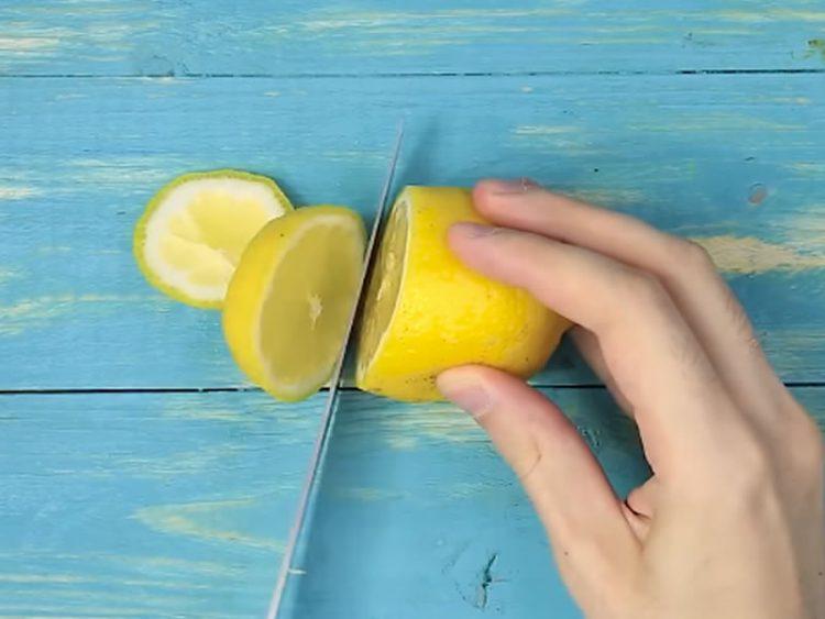 Кујнски трикови од искусни домаќинки: 12 генијални начини за обработка на намирници! (ВИДЕО)