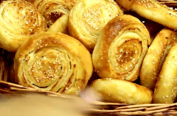 КУЌАТА ЌЕ СТАНЕ ДОМ: Мирис на тазе печено, полжавче со сирење