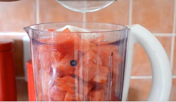 ВИДЕО: За најавените горештини – сок од лубеница
