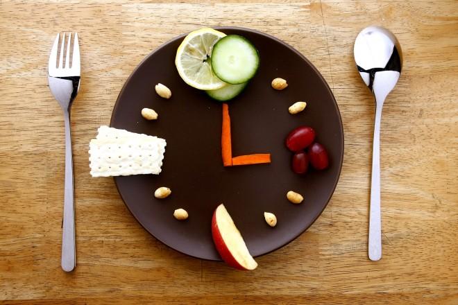 ЈАДЕТЕ А ТОПИТЕ КИЛОГРАМИ: Правила на хроно исхраната