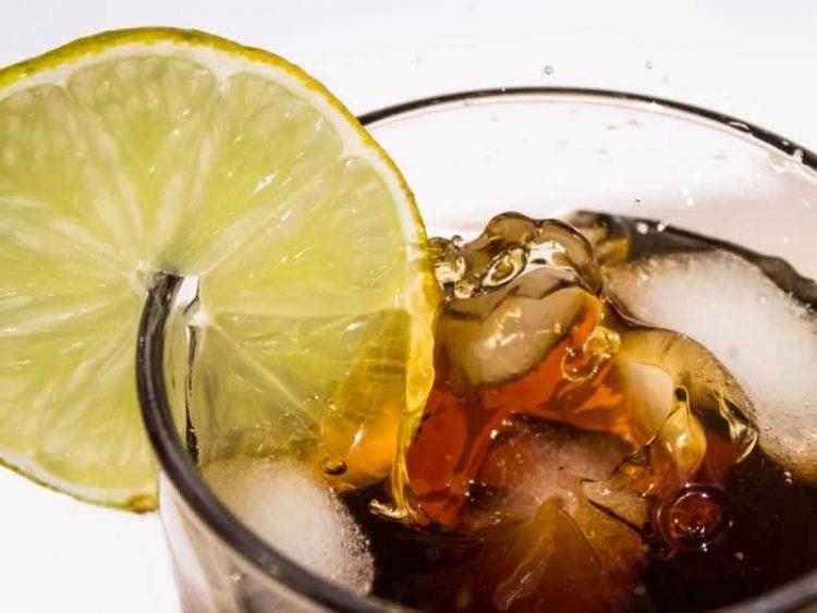 ЦРНАТА ЛИМОНАДА Е ХИТ ОВА ЛЕТО: Напивка која прави чуда за вашето здравје!