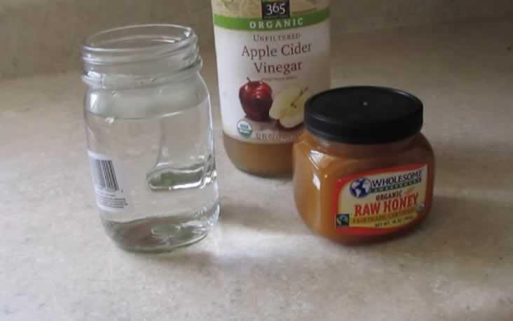 Го измешала ОВА со јаболков оцет и го пиела секое утро – нејзиниот живот се променил! (ВИДЕО)