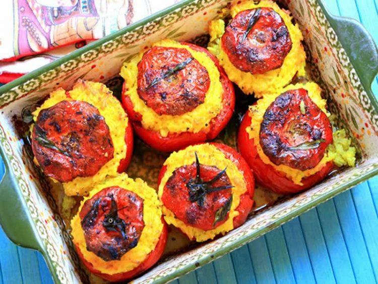 Запечени домати со моцарела и јајца – вкусен и здрав оброк