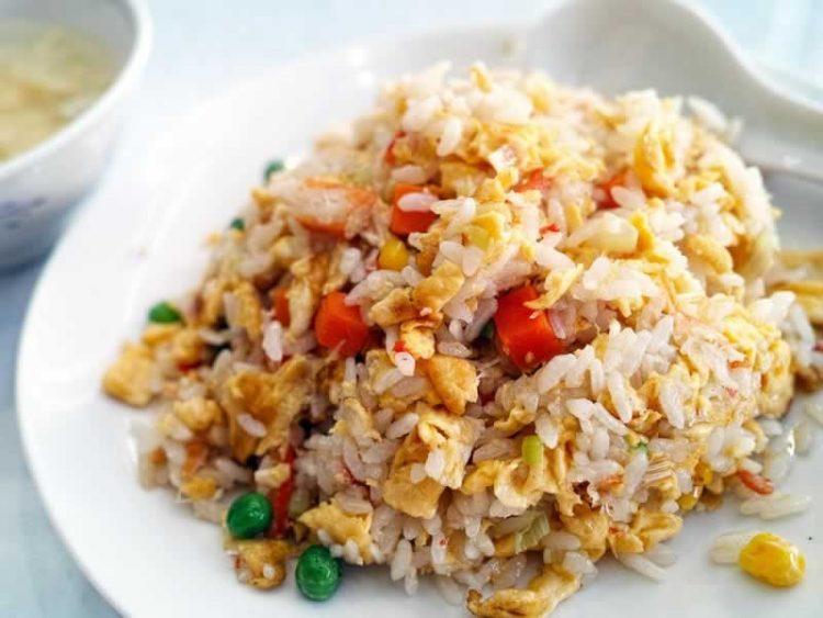 Вкусна комбинација од ориз, пиперки и месо