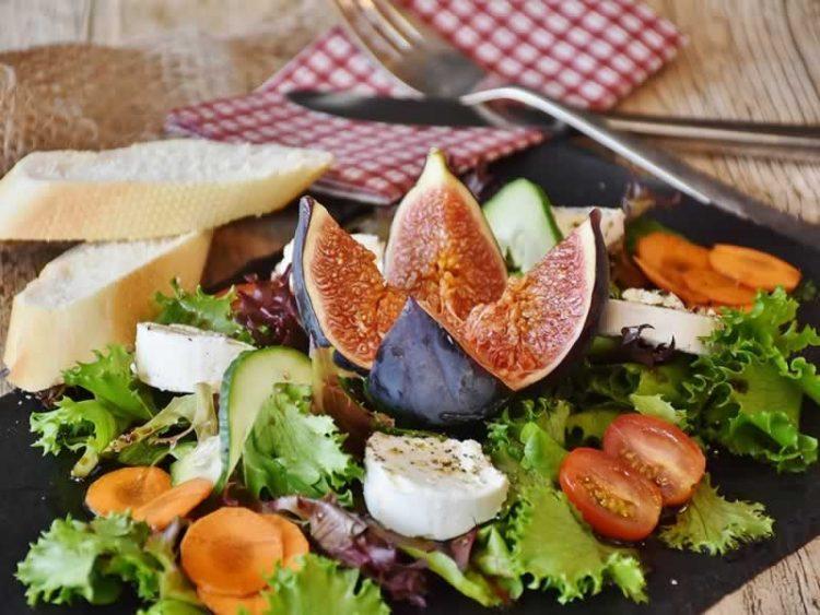 ВКУСНО И ЗДРАВО: Салата со смокви – ја подигнува концентрацијата и енергијата
