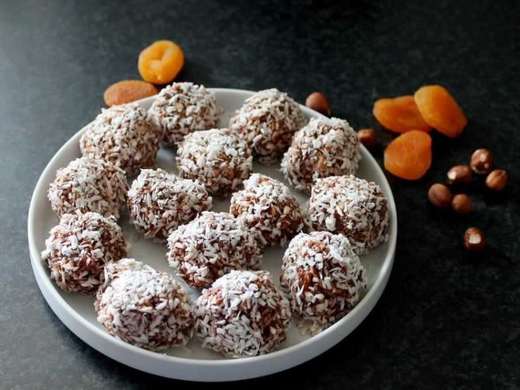 Диетален десерт: Топчиња од сушено овошје