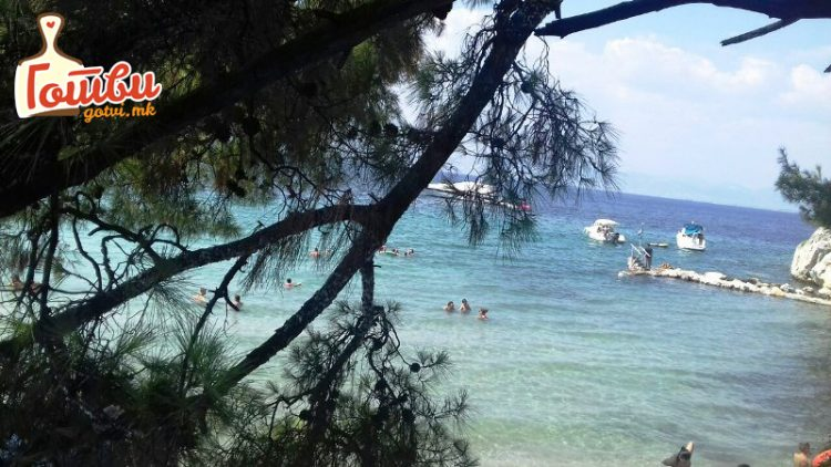 Бесплатни лежалки, кафе 2, пиво 3,5 Евра – Еве ги цените на плажа на Тасос