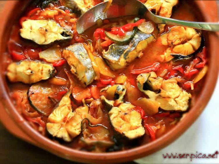 Вкусна риба во пикантен сос од сенф