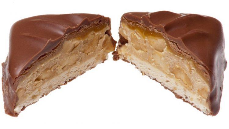 Триаголници со бисквити и кикирики, а одозгора чоколадо – Фантастичен вкус, а не е прескапо