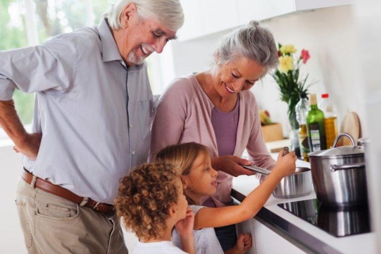 Што може да научиме кај баба и дедо дома?