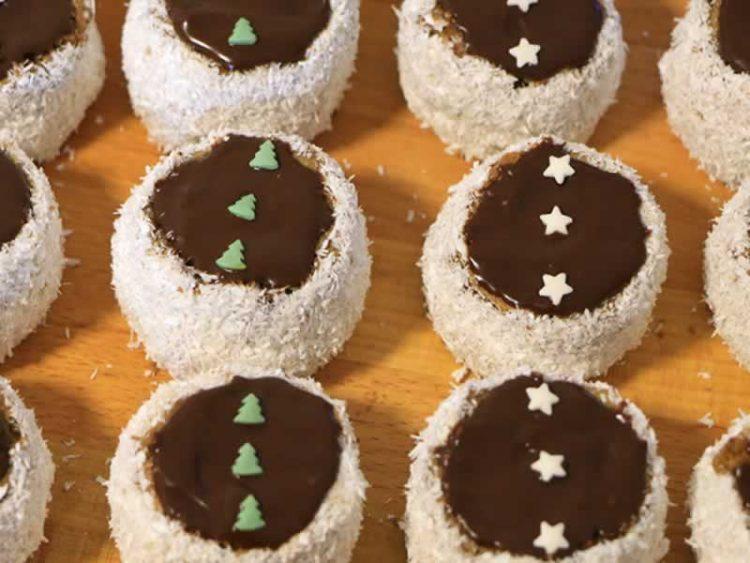 Руски капи – кремасти колачи со кокос (Видео)