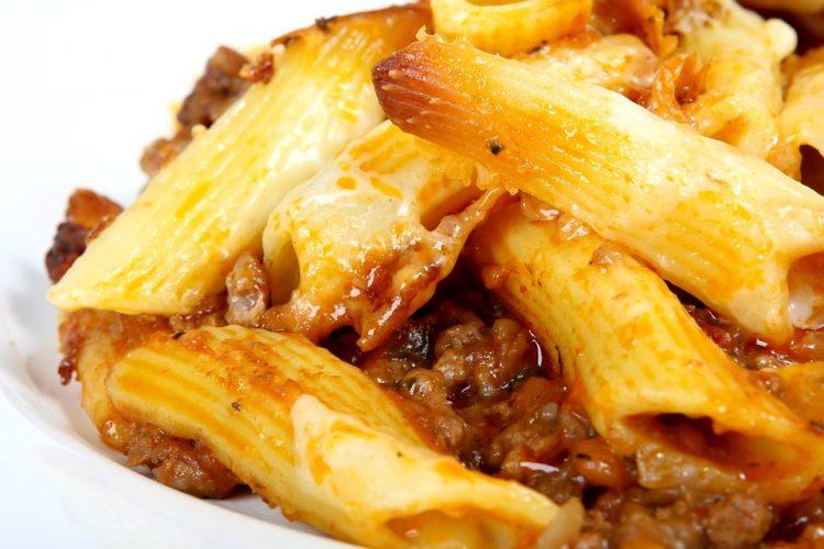 Потпечени макарони со мелено месо – Тава деликатес