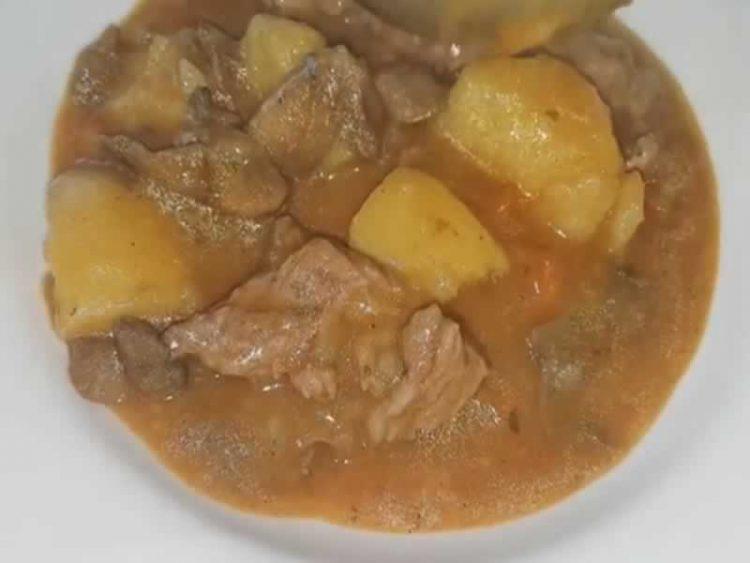 Неодолива комбинација од месо и печурки: Вкусен ручек кој ќе ве згрее во зимските денови (Видео)