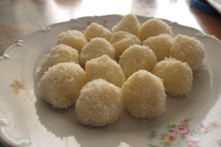 Најевтин рецепт за кокос бомбици – Само матите и ладите