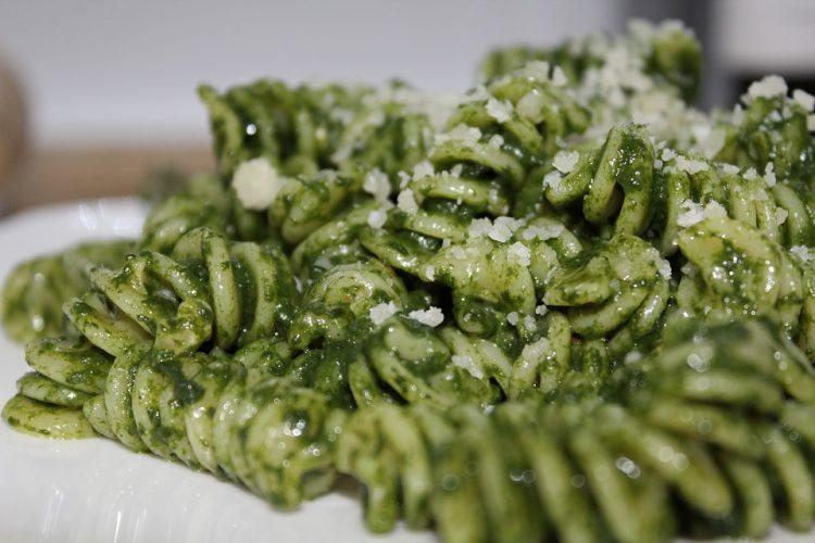 Нема повкусна тава: Вкусни макарони со спанаќ за постот